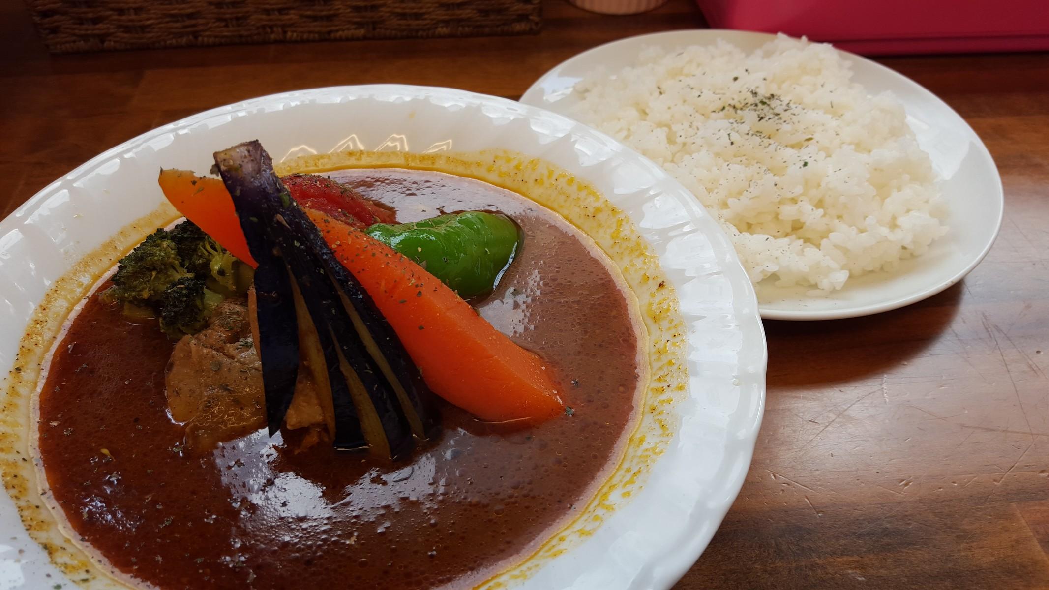 チキンと野菜のカレー【スープカレー カムイ/岩本町】