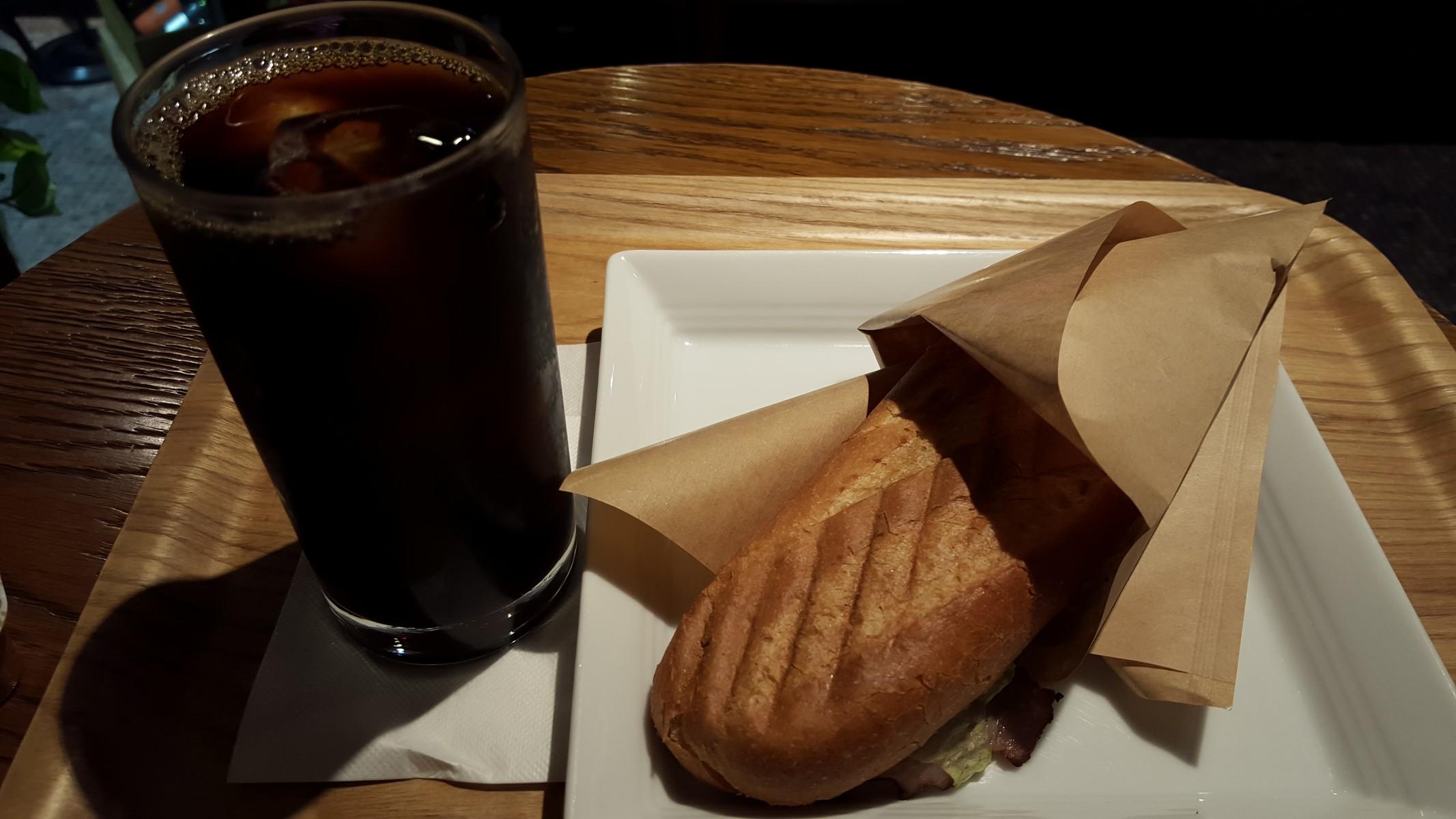 ベーコン&チーズのモーニングセット【ほぉーバル/神田】