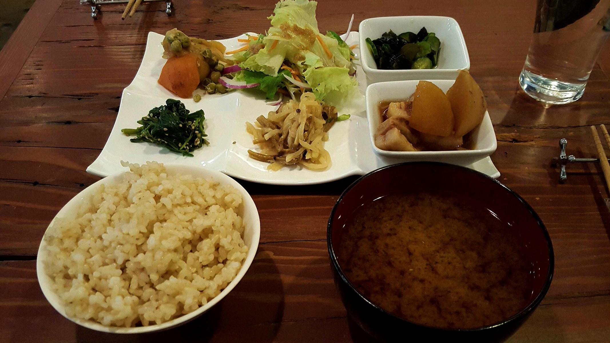 六菜彩プレートランチ【ナチュラ/神田】