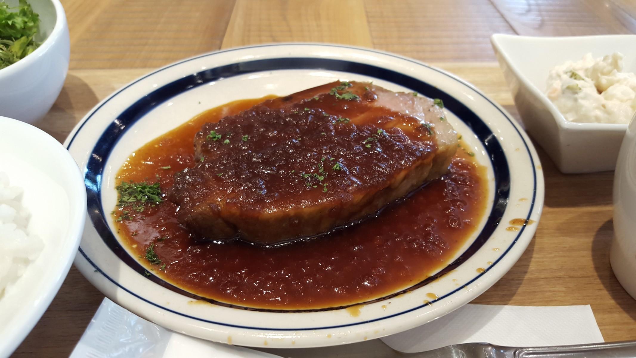 豚肉のステーキ【ブラッスリーセントベルナルデュス/神田】