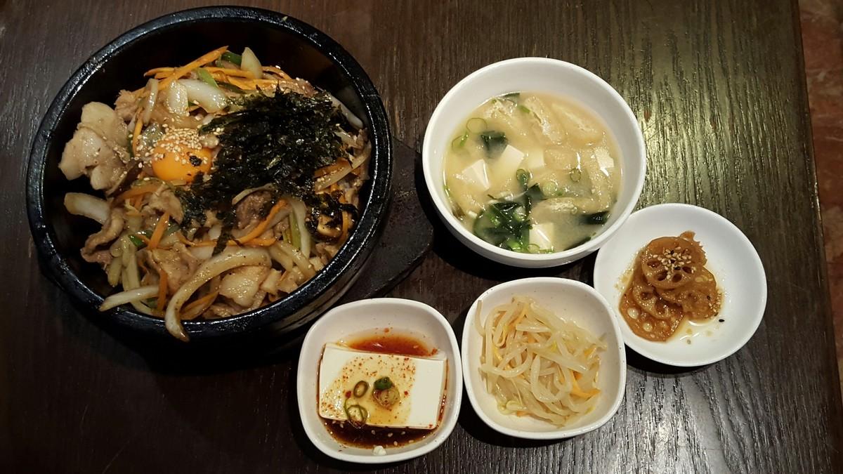 デジプルコギ石焼ビビンバ(780円)定食【韓国料理 豚肉専門店福 ブタ屋/神田】