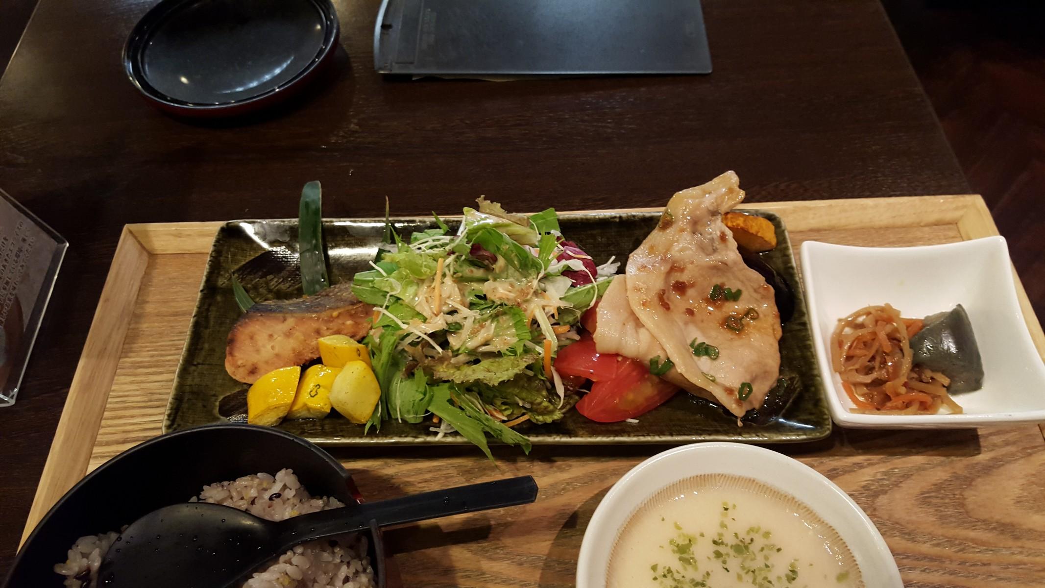 笑子豚(エコブー)の生姜焼きと鮭の西京焼き【ごはんCafe/銀座】