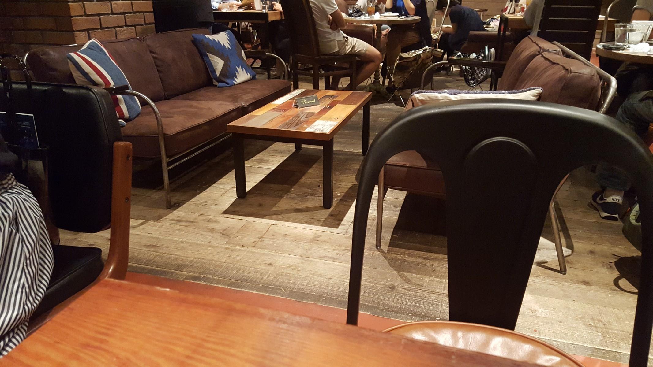 店内ソファー席【ブルーブックスカフェ/自由が丘】