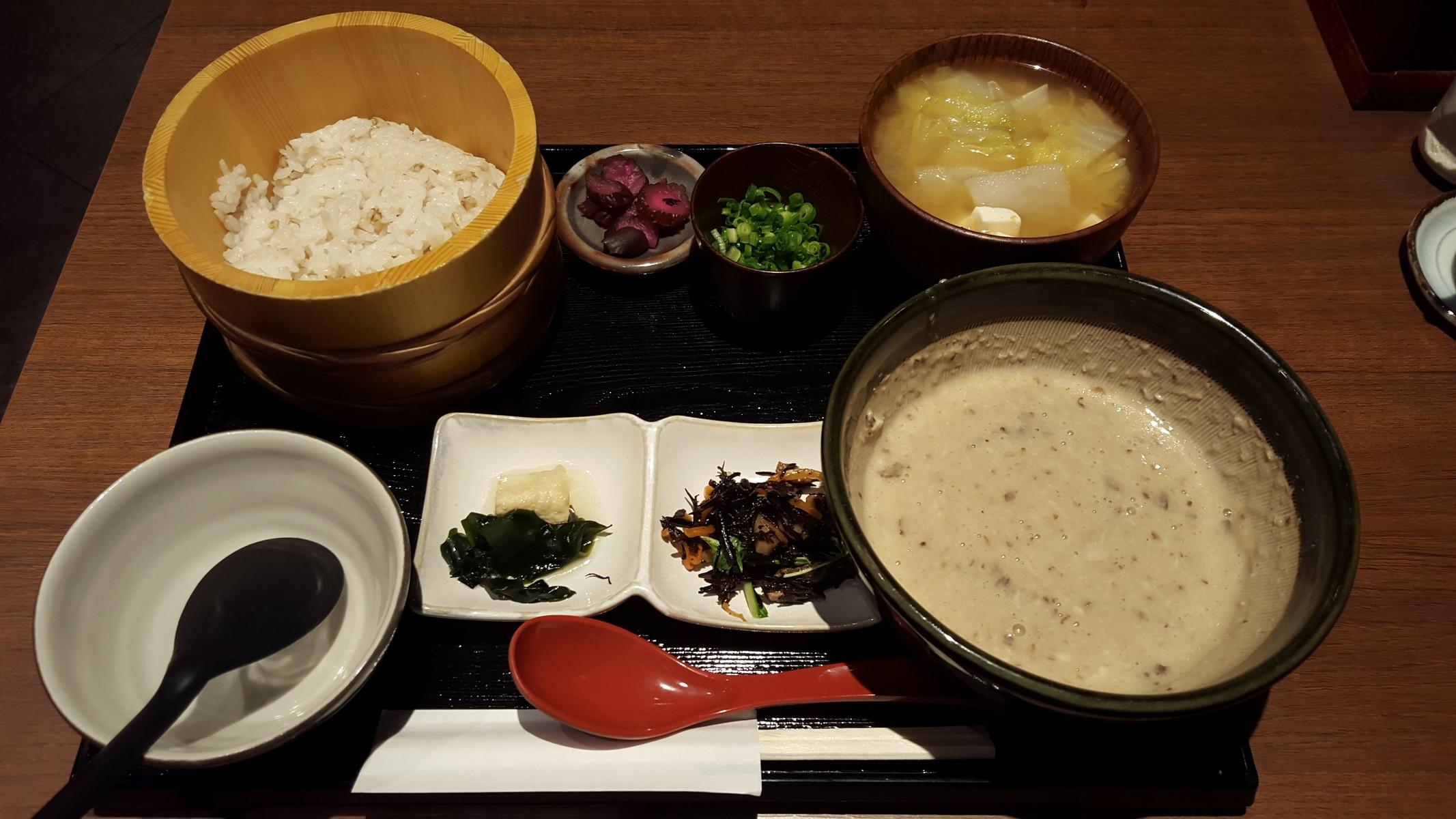 自然薯膳【ご飯ととろろ とろ麦/浅草】